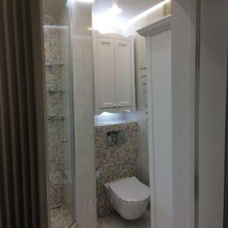 изготовление дизайнерской мебели для ванной: навесной шкаф с подсветкой от мебельного ателье ААА-Классика