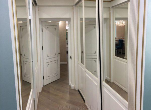 изготовление гардеробной комнаты с системой раздвижных дверей и 2 входами на заказ в Москакве от мебельного ателье ААА-Класси