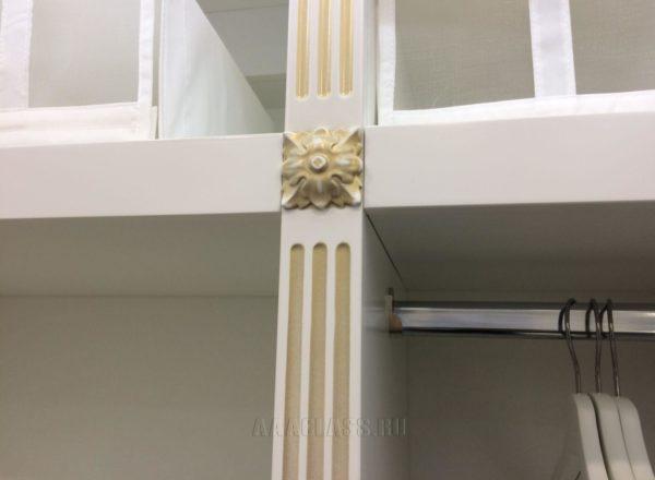 изготовление гардеробной комнаты на заказ по индивидуальному проекту: декоративные накладки из массива дуба