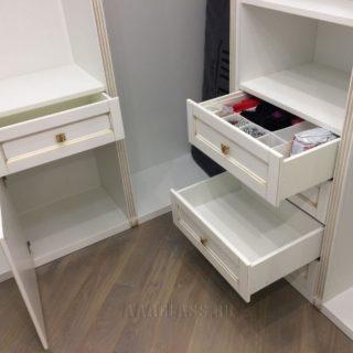 изготовление гардеробной комнаты по индивидуальному проекту: выдвижные ящики с фурнитурой BLUM