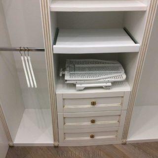 встроенная гладильная доска в шкаф для гардеробной комнаты: комплексная меблировка квартиры на заказ в Москве