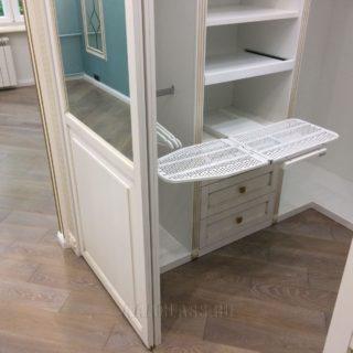 изготовление эксклюзивной гардеробной со встроенной гладильной доской на заказ в Москве от мебельного ателье ААА-Классика
