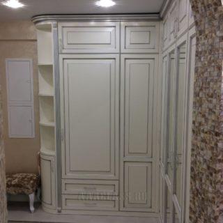 изготовление оригинальной прихожей на заказ: из массива дуба и ЛДСП производства мебельного ателье ААА-Классика в Москве
