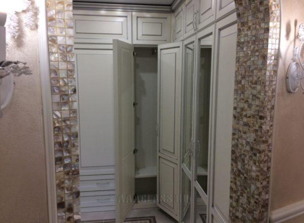 прихожая на заказ из массива дуба и ЛДСП в Москве от мебельного ателье ААА-Классика