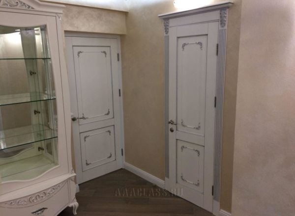 изготовление и установка дизайнерских межкомнатных дверей с накладками из массива дуба по индивидуальному проекту в Москве от мебельного ателье ААА-Классика