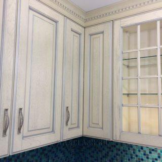 изготовление кухонного гарнитура на заказ из массива по индивидуальному проекту в Москве от мебельного ателье ААА-Классика