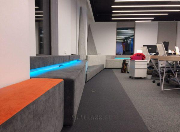 Мягкие подоконники на заказ с подсветкой для офиса в Москве от мебельного ателье ААА-Классика