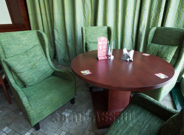 """Английское каминное кресло с ушами """"Стокгольм"""" в зеленой обивке рогожка на заказ"""