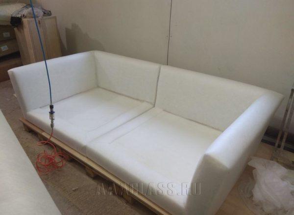 белый прямой диван Ника выполнен на заказ в мебельной мастерской ААА-Классика