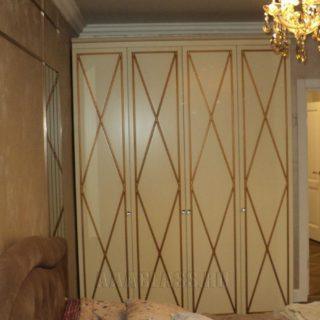 платяной шкаф в спальню на заказ по индивидуальному размеру из МДФ с патиной
