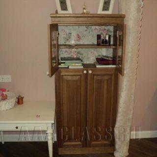 книжный шкаф на заказ в детскую комнату из массива дуба и шпона