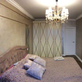 платяной шкаф в спальню на заказ из МДФ с патиной