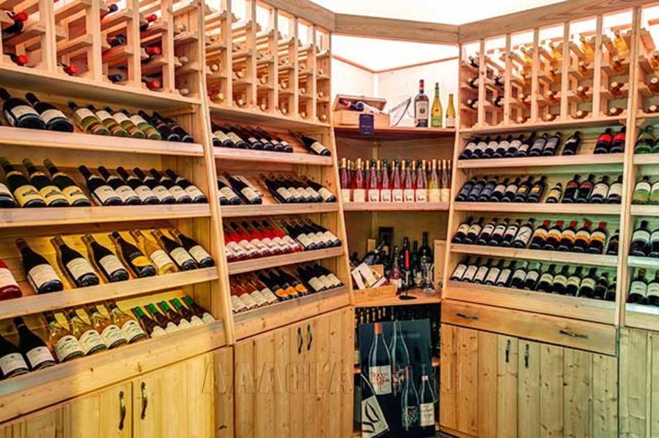 стеллажи для винных магазинов: изготовление на заказ в мебельном ателье в Москве