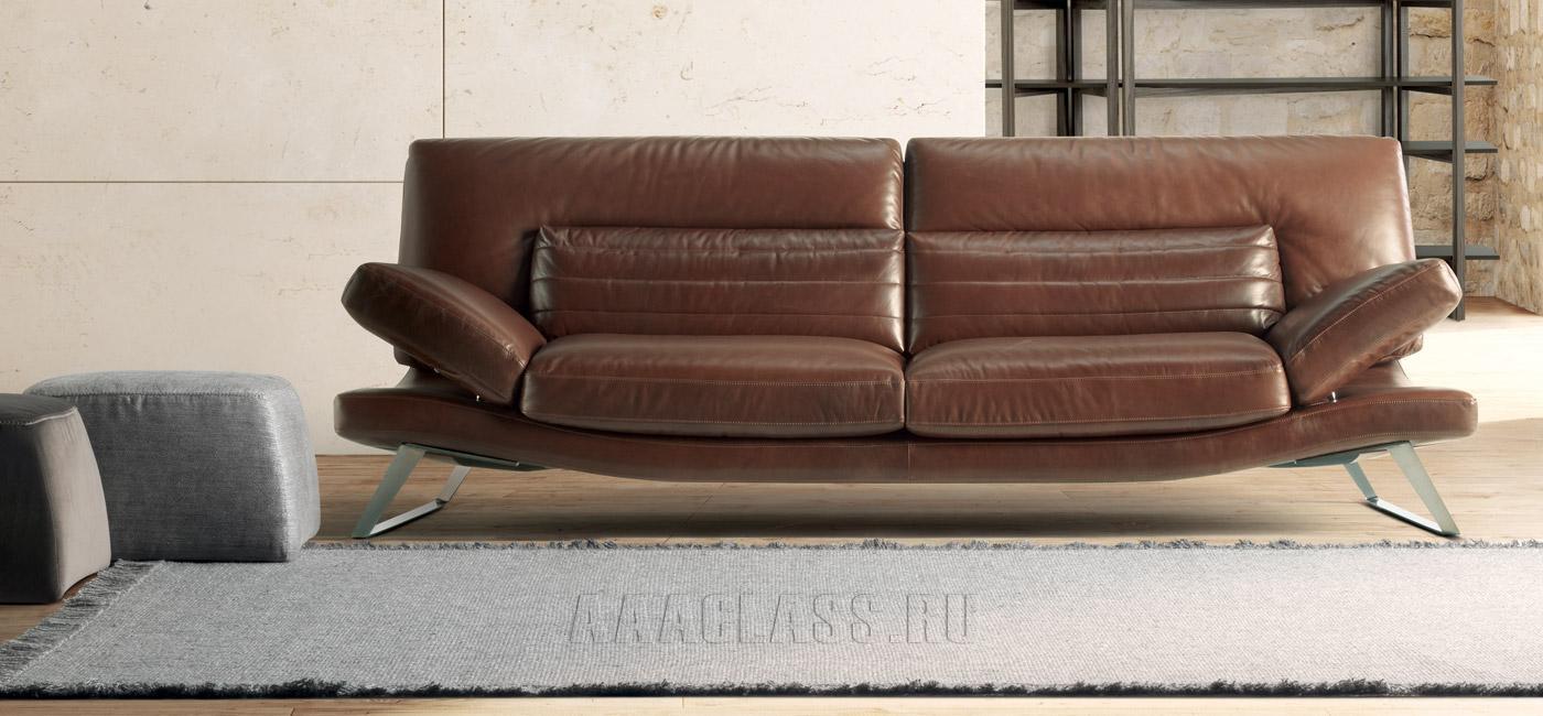 прямой темно-коричневый кожаный диван фото в интерьере