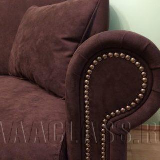 тканевый эксклюзивный диван с декоративной отделкой